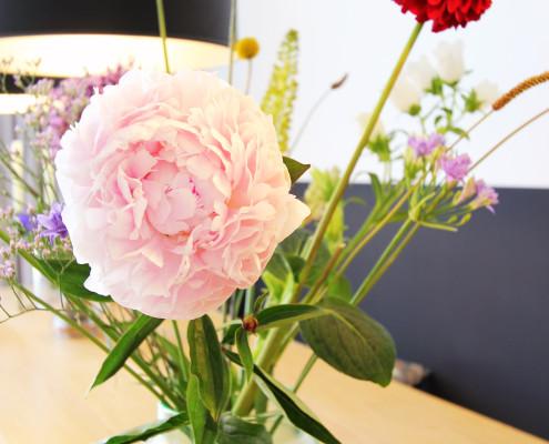 Nya Interieurontwerp werkkamer detail bloemen