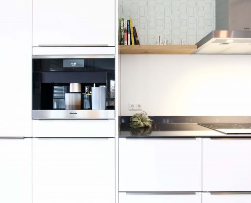 Nya Interieurontwerp detail keuken/spatwand/planken/behang